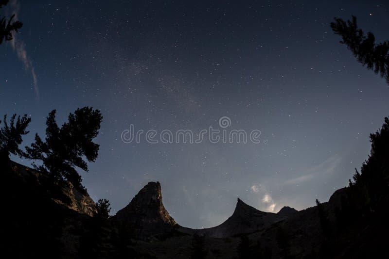 Parabelbergstjärna i den Ergaki nationalparken Ryssland royaltyfri bild