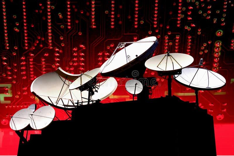 Paraboloïde de satellite de télécommunications illustration libre de droits