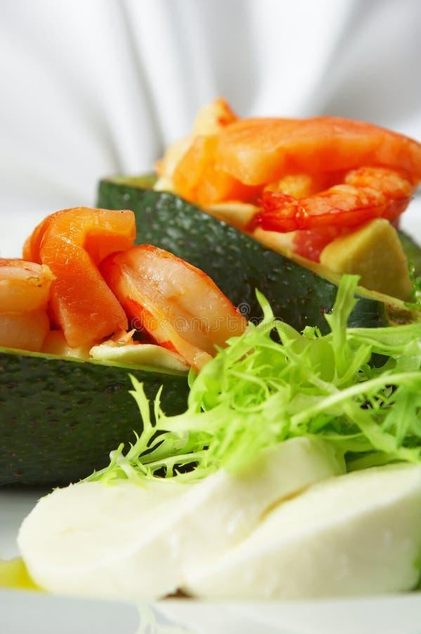 Paraboloïde savoureux derrière une table dinante. Casse-croûte froid? photographie stock