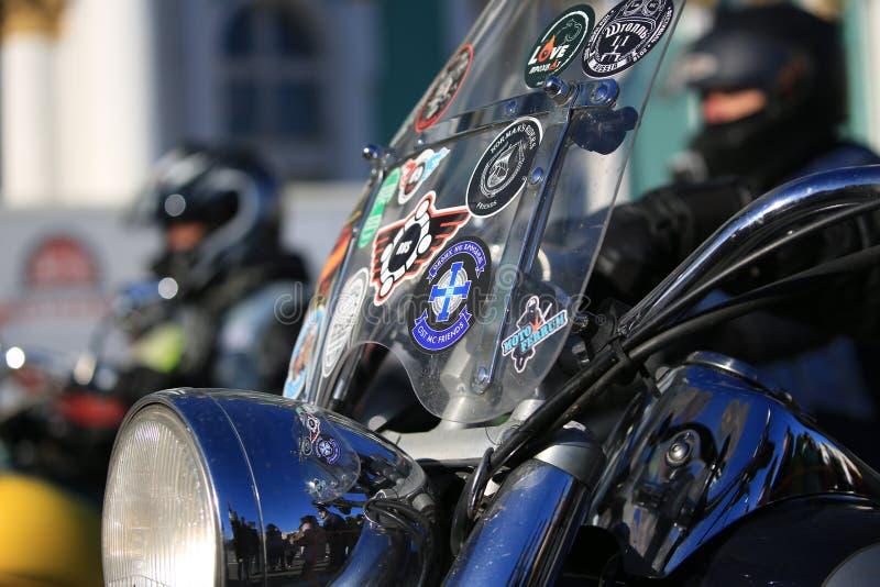 Parabrezza del motociclo con il primo piano degli autoadesivi immagine stock libera da diritti