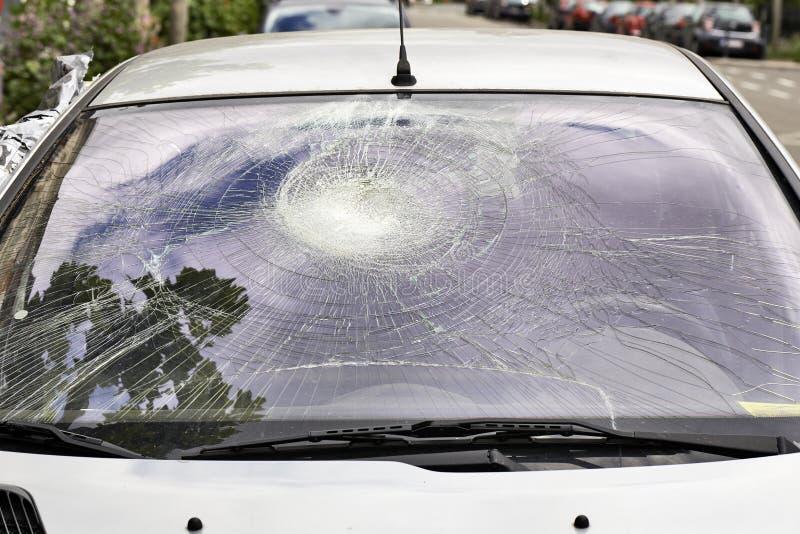 Parabrisas quebrado del coche fotografía de archivo libre de regalías