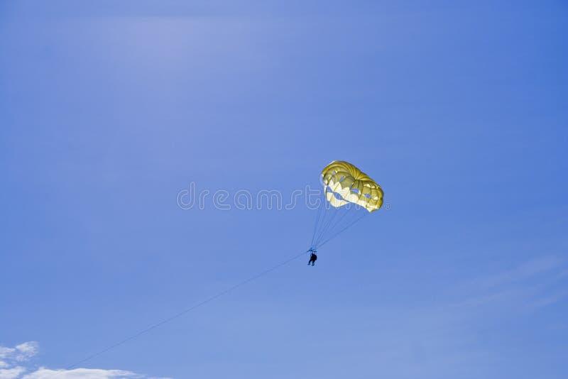 Paracaídas imagen de archivo libre de regalías