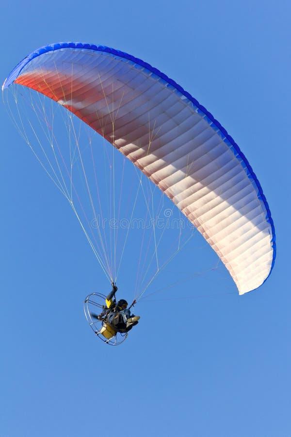 Paracaídas accionado