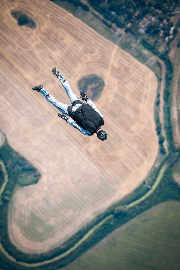 Paracadutista in libero fotografie stock
