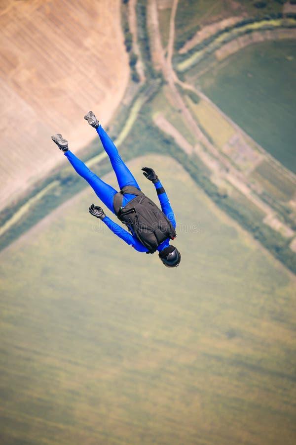 Paracadutista in libero fotografia stock libera da diritti