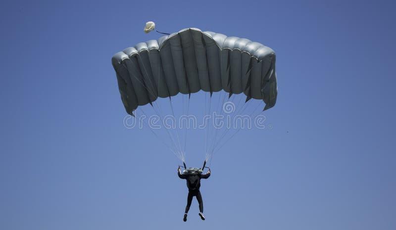 Paracaidista imagenes de archivo
