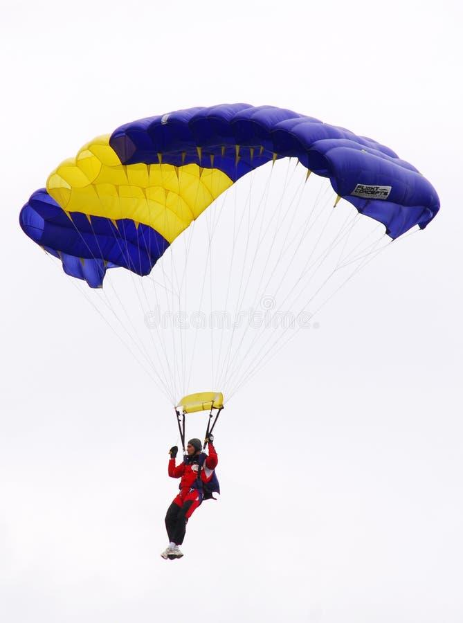 Paracaidista en airshow fotos de archivo
