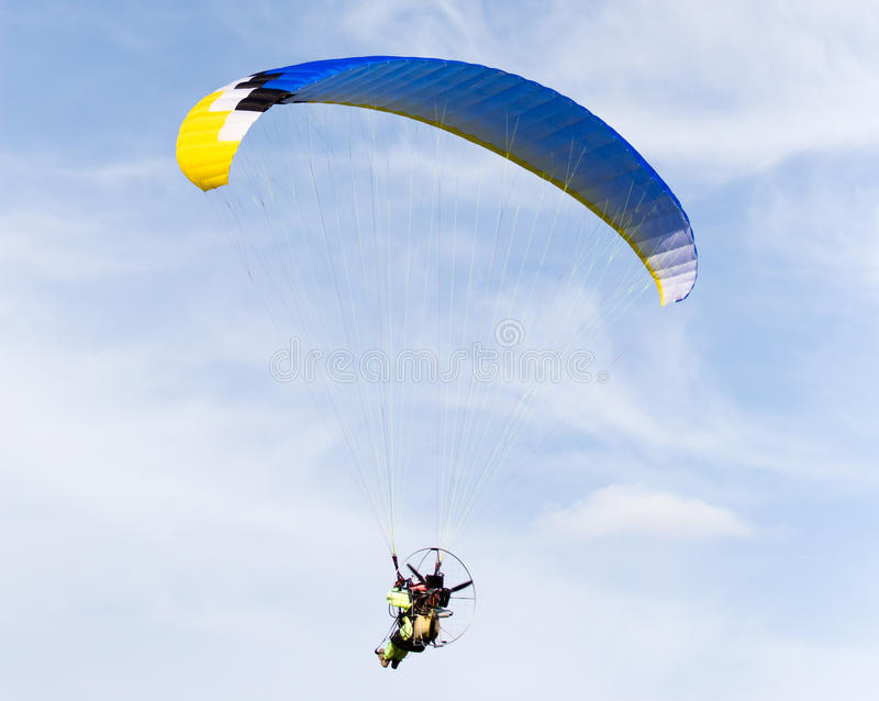 Paracaidista en el cielo foto de archivo libre de regalías