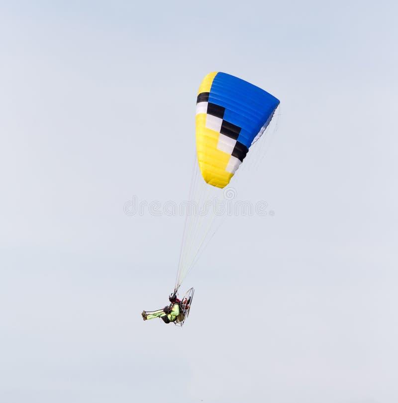 Paracaidista en el cielo fotografía de archivo libre de regalías