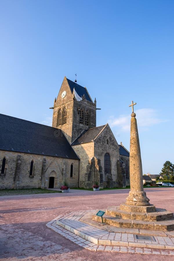 Paracaidista en la Sainte-simple-Eglise iglesia, Normand?a, Francia fotografía de archivo libre de regalías