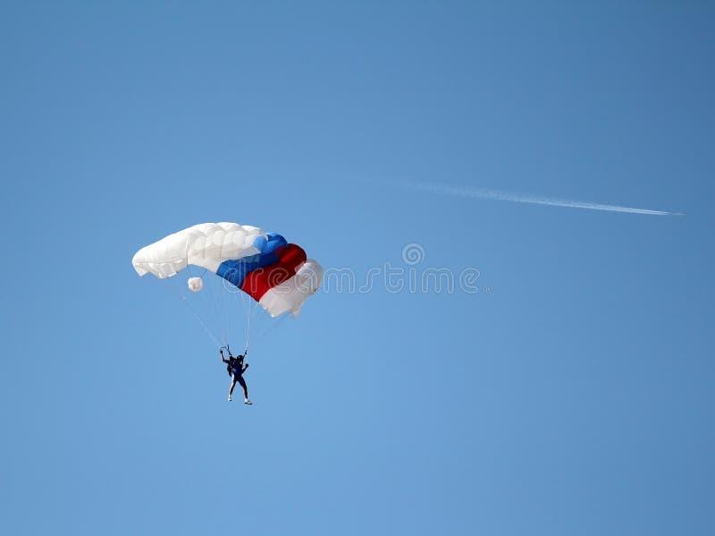 Paracaidista y aeroplano fotografía de archivo libre de regalías