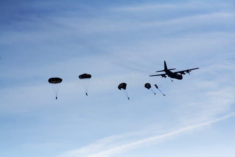 Paracaidistas foto de archivo libre de regalías