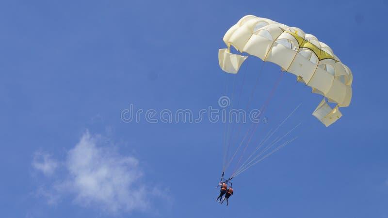 Parachute ascensionnel image libre de droits