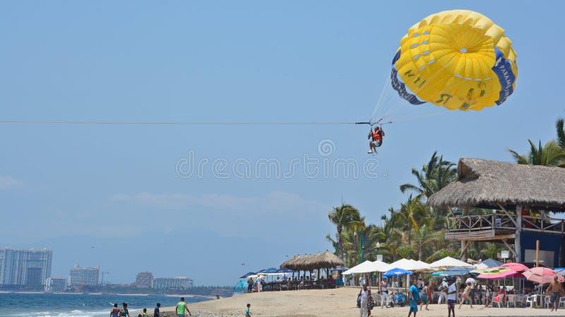 Parachute ascensionnel photographie stock