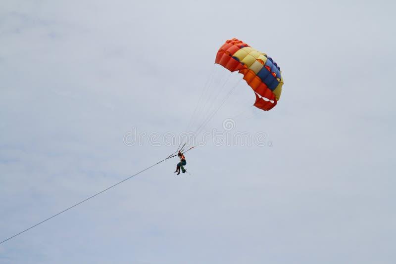 Parachute ascensionnel de jeu dans le pataya Thaïlande image libre de droits