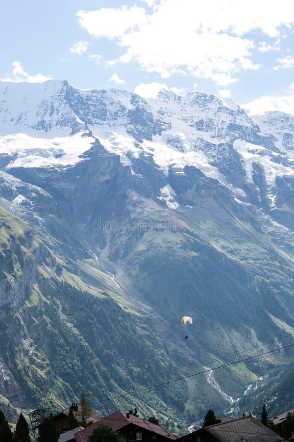 Parachuter von Alpen lizenzfreies stockbild