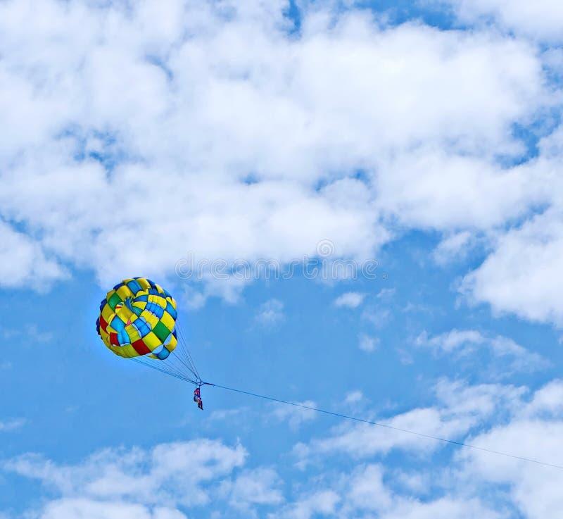 parachuting royaltyfri bild