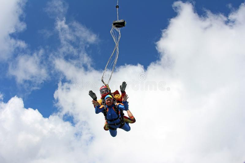 Parachutisme tandem Instructeur avec la fille sexy photos stock