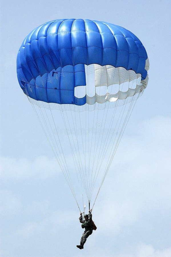 Parachutist fotos de stock