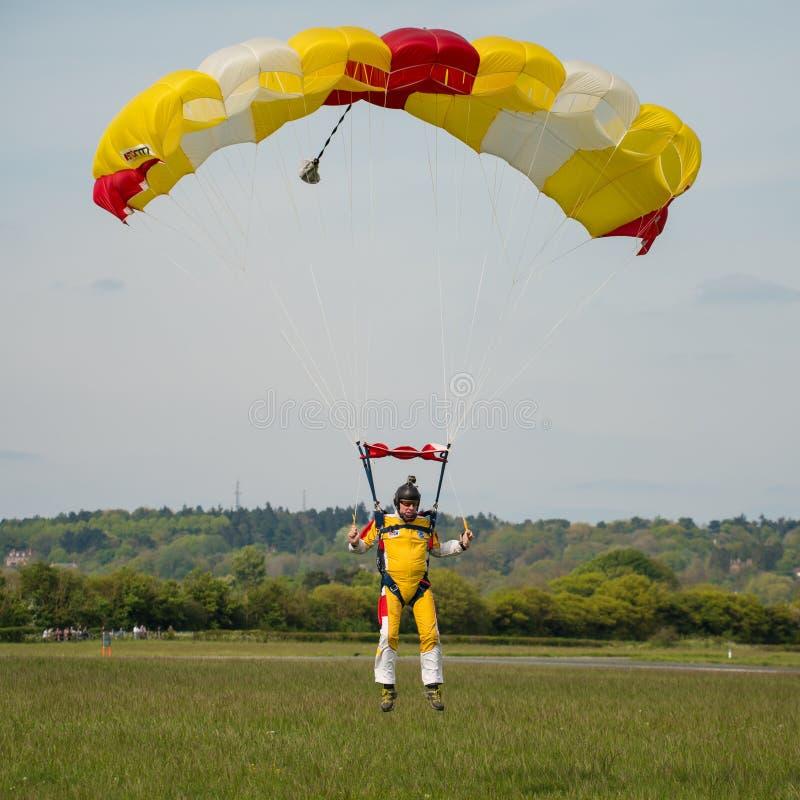 Download Parachutist редакционное фото. изображение насчитывающей парашют - 40576671