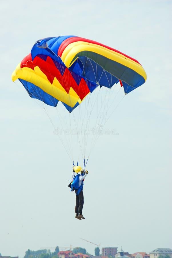 Parachutist da aterragem imagens de stock