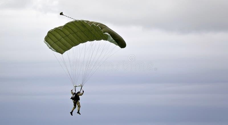 Parachutist militar fotos de stock