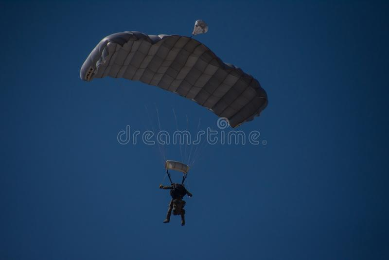 Parachutist w locie zdjęcia stock