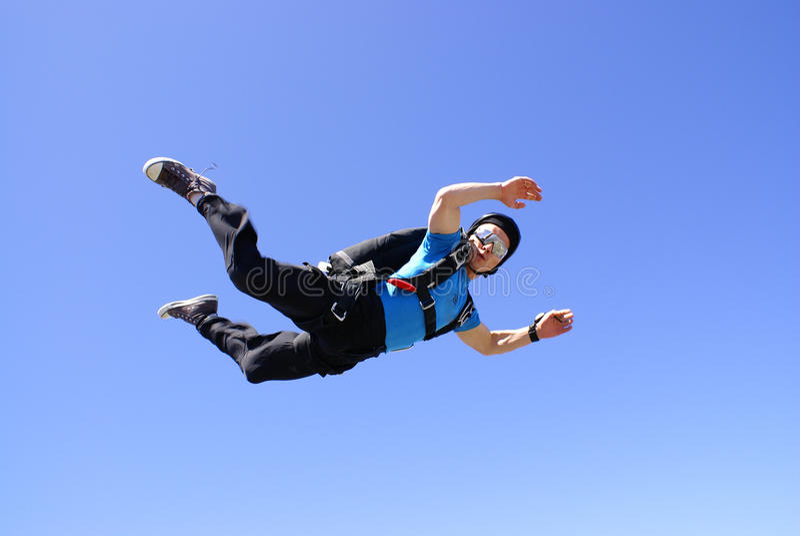 Parachutiste en position de corps parfaite images libres de droits