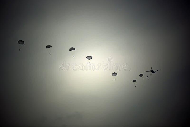 parachutists arkivfoto