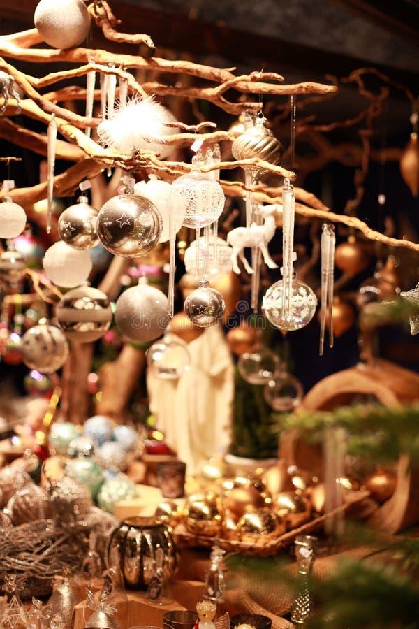 Parada bonita de la Navidad en el mercado de Colonia Chrsitmas imágenes de archivo libres de regalías
