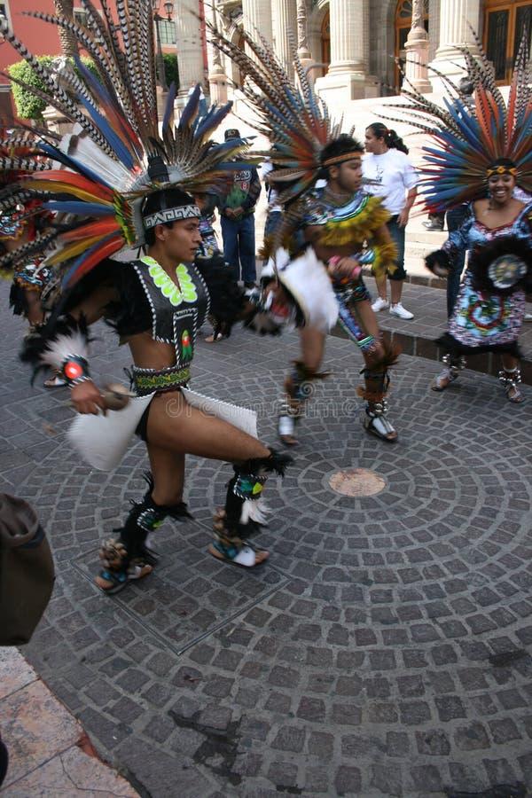 Parada com os nativos em Guanajuato México imagens de stock
