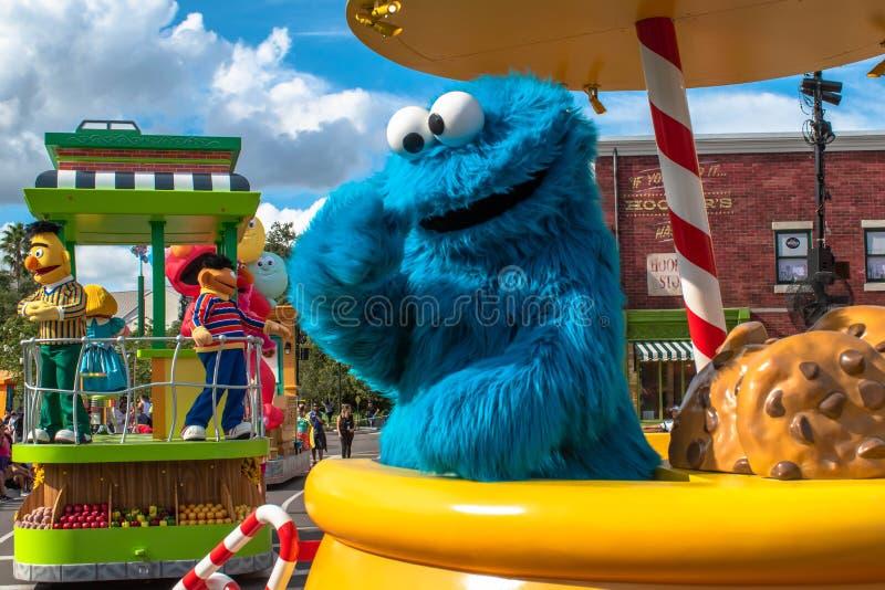 Parada Cookie Monster w Sesame Street Party w Seaworld 5 zdjęcia stock