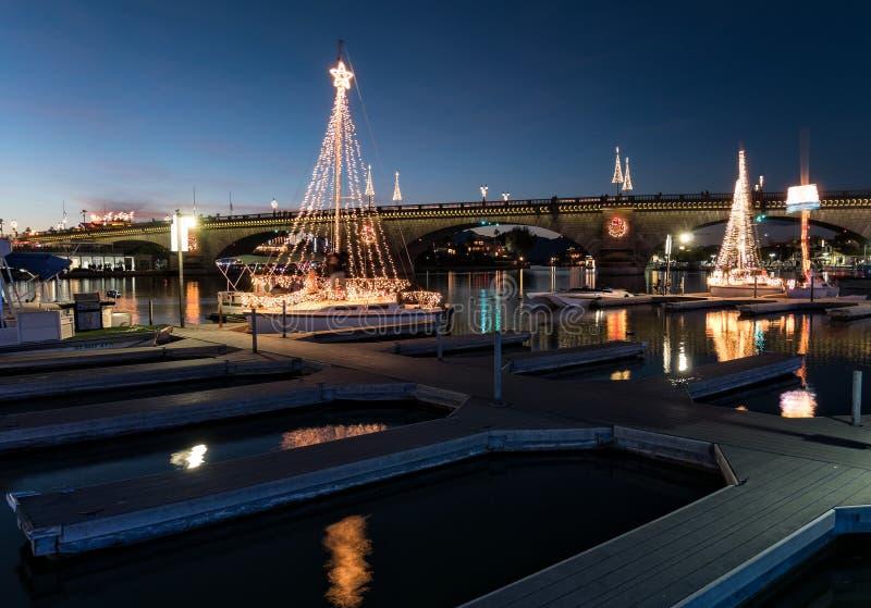 Parada das luzes, ponte da cidade de Lake Havasu de Londres imagens de stock royalty free