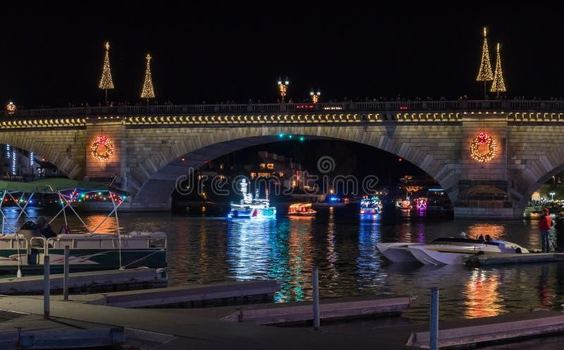 Parada das luzes, ponte da cidade de Lake Havasu de Londres imagens de stock
