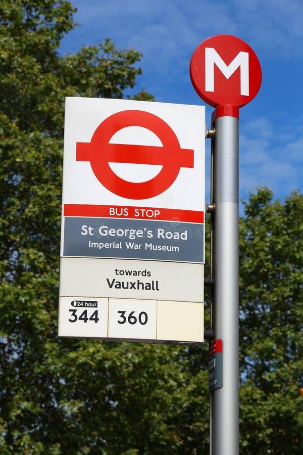 Parada de autobús de Londres imagen de archivo libre de regalías