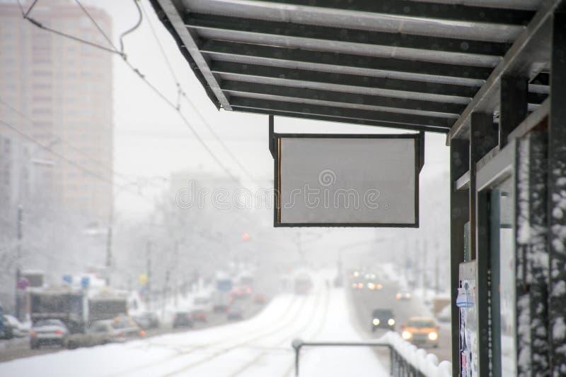 Parada de autobús del invierno foto de archivo libre de regalías