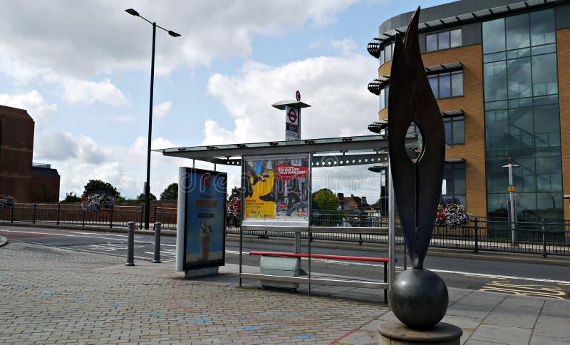 Parada de autobús en el twickenham Londres imágenes de archivo libres de regalías