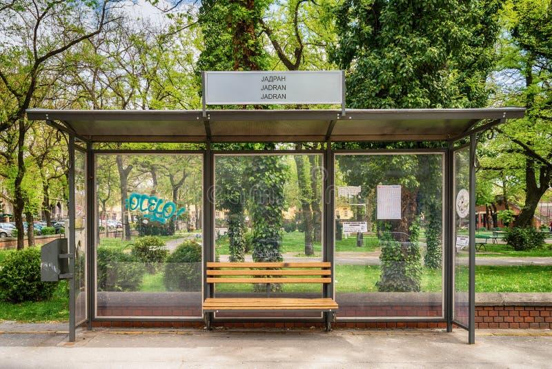 Parada de autobús en Subotica, Serbia fotos de archivo