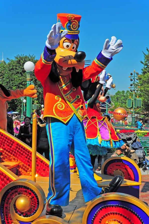 Parada de Disney com o rato pateta e de minnie