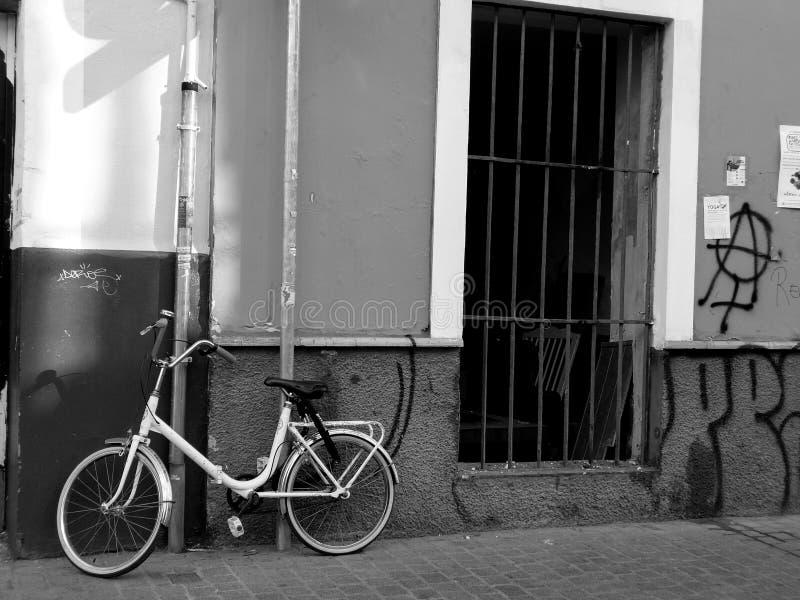 Parada de la bici en una calle imágenes de archivo libres de regalías