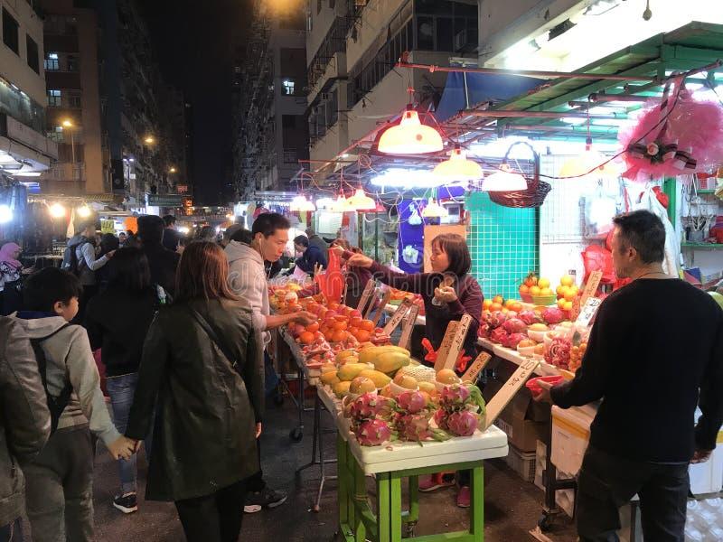 parada de la fruta de la En-calle en Mongkok, Hong Kong fotos de archivo