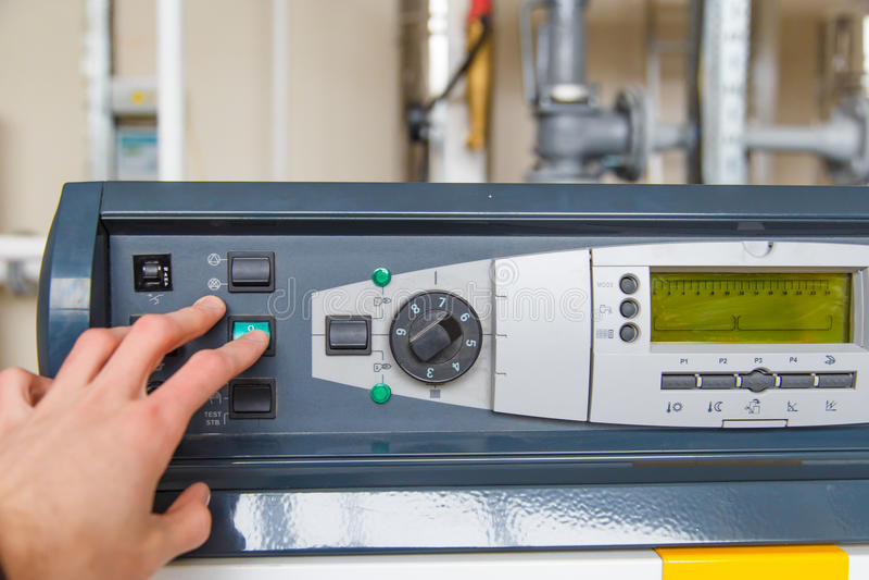 Parada de la mano de la caldera de gas del panel de control de sistema imagen de archivo libre de regalías