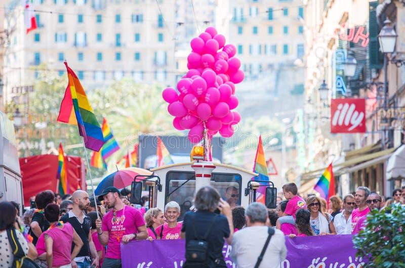 Parada de orgulho alegre em Genoa, Itália fotos de stock