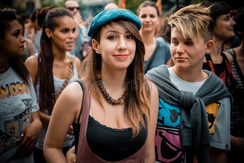 Parada de orgulho alegre em Milão em junho, 29 2013 fotos de stock