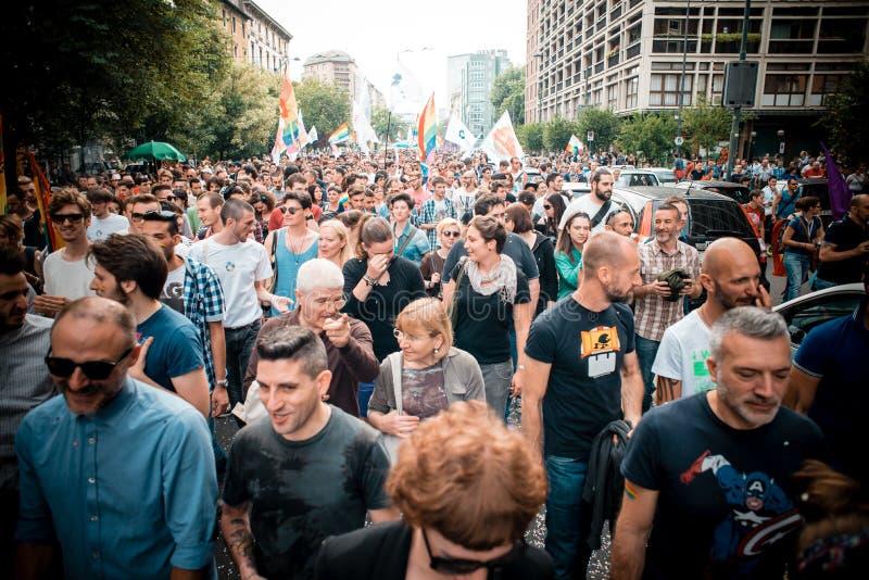 Parada de orgulho alegre em Milão em junho, 29 2013 fotografia de stock royalty free