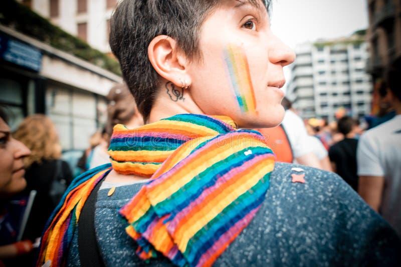 Parada de orgulho alegre em Milão em junho, 29 2013 foto de stock