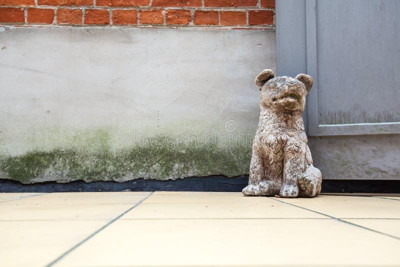 Parada de porta do cão fotografia de stock royalty free