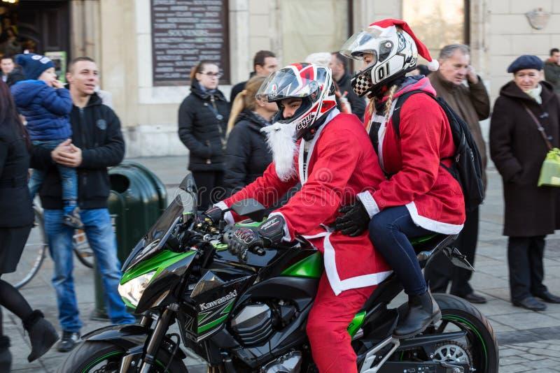 a parada de Santa Clauses em motocicletas imagem de stock royalty free