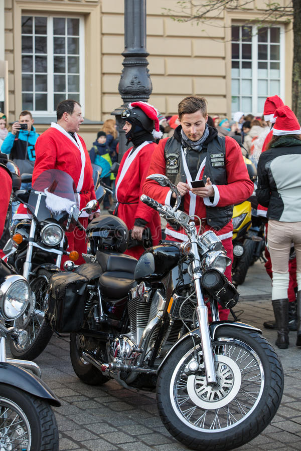 a parada de Santa Clauses em motocicletas fotos de stock royalty free