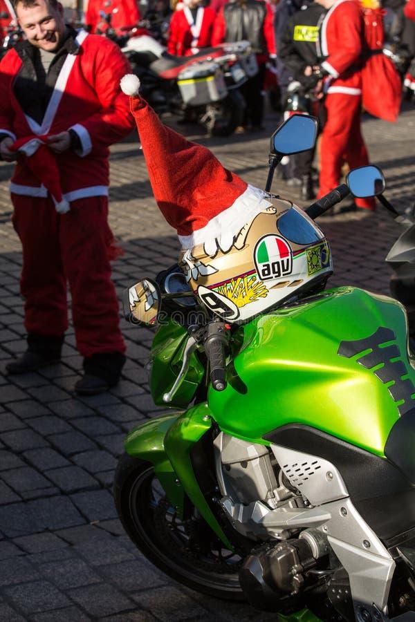 a parada de Santa Clauses em motocicletas fotografia de stock royalty free